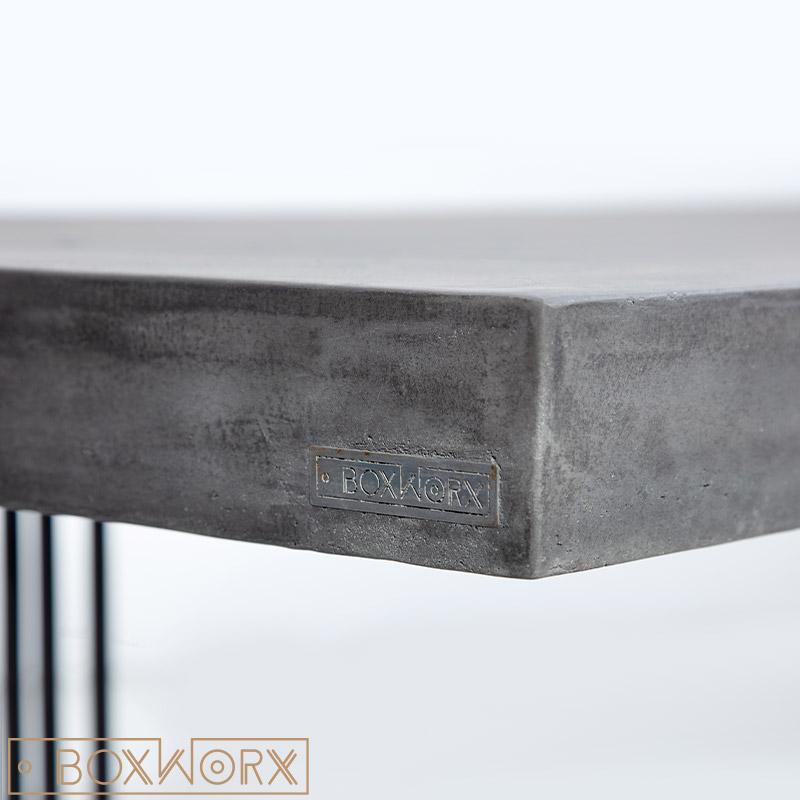 Eettafel van beton
